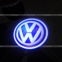 Проектор логотипа в двери Volkswagen