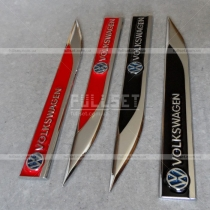 Металлические хромированные эмблемы Volkswagen в крыло. Цвет: черный, красный.