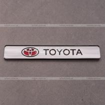 Хромированная эмблема на крыло Тойота (размер: 9 см на 1,5 см)