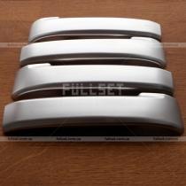 Серебристые накладки на ручки открывания дверей из салона Land Cruiser 200