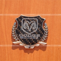 Эмблема герб Dodge на карбоновом фоне (размер: 6,5 см на 5,5 см)