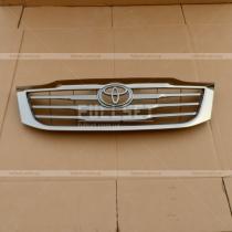 Решетка радиатора Toyota Hilux (05-15)