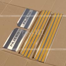 Хром-накладки на внутренние пороги салона с гравировкой Pajero