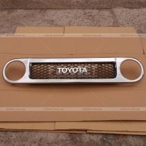 Решетка радиатора Toyota FJ Cruiser (04-12)