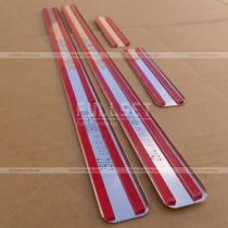 Накладки на салонные порожки с выдавленной надписью Passat (полированная нержавейка, матового оттенка)