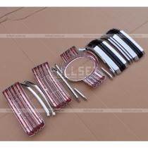 Накладки на решетку из 15 единиц с черными вставками и прорезями для забора воздуха