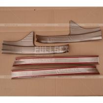 Накладки на пороги широкие, на пластик с выдавленным логотипом Corolla