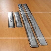 Накладки на пороги Nissan Tiida (04-09)