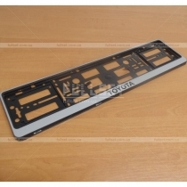Серебристая рамка под номерной знак с логотипом Toyota