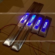 Пороги с подсветкой Nissan Tiida (04-09)