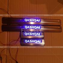 Пороги в салон с неоновой подсветкой логотипа